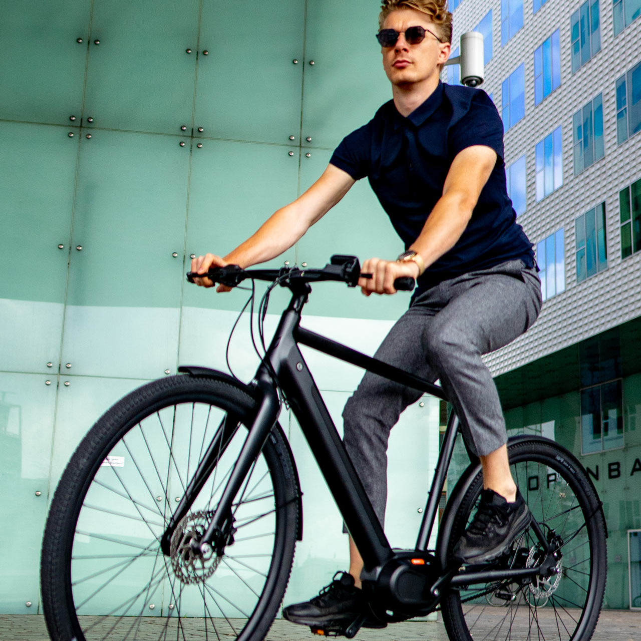 Man sitting on E-Amsterdam Commuter eBike